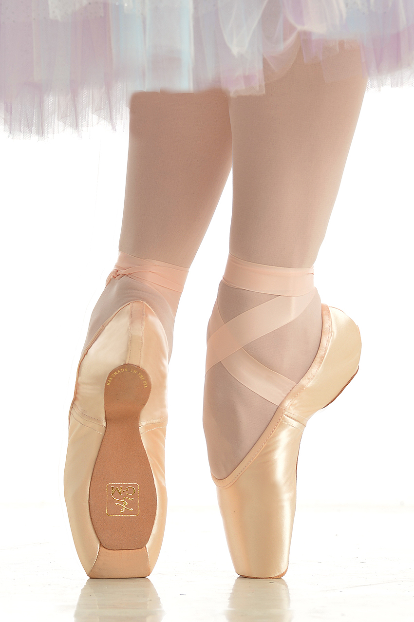 Shop our collection of dancewear and dance shoes for kids and adults including leotards, ballet shoes, jazz shoes, dance tights, gymnastics & more.